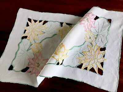 VINTAGE HAND EMBROIDERED CUTWORK WHITE LINEN TABLE CENTRE CLOTH 21X12 INCHES