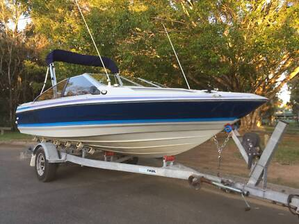 Capri Bowrider with Suzuki 115hp + boat trailer & 10 months rego
