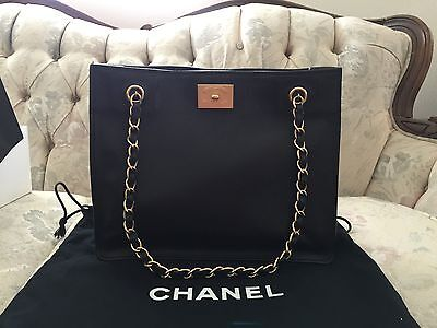 NWT 100% AUTHENTIC CHANEL BLACK CAVIAR LEATHER SHOULDER PURSE AUTHENTICATED