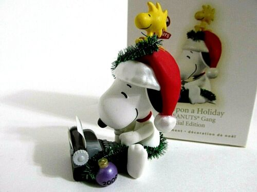 SNOOPY PEANUTS CHARLIE BROWN HALLMARK CHRISTMAS ORNAMENT FIGURE FIGURINE 2009