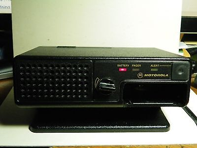 **MOTOROLA MINITOR 3 4 III IV PAGER AMPLIFIER CHARGER with POWER SUPPLY NYN8348