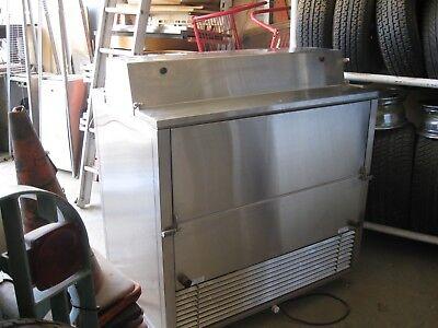 Speedee Serv Mc492 Portable Refrigerated Milk Cooler On Wheels. Beverage Cooler
