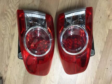 toyota corolla sedan tail light