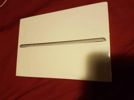 Apple iPad Mini 3 7.9-inch 128GB WiFi + Cellular Brand new in box