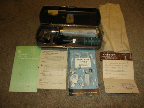 Vintage Welch Allyn Diagnostic Otoscope Ophthalmoscope Set w/ Bakelite Case