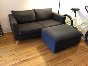 Sofa Ikea Karlstad 3Places avec Pouf très propre