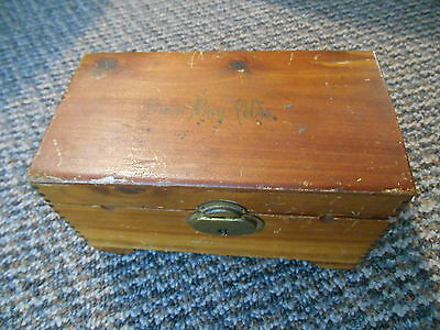 Old Vintage Souvenir Green Bay Wisconsin Wooden Chest Box Jewelry Trinket Footed