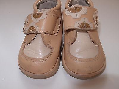 Zapatos de piel color camel para niña, talla 21. COMBINO ENVÍOS