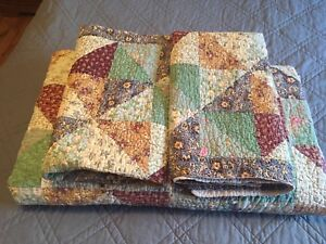 Queen Quilt with shams