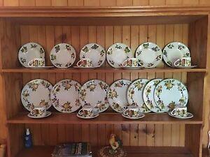 Royal Norfolk plates  and bowls Bethania Logan Area Preview