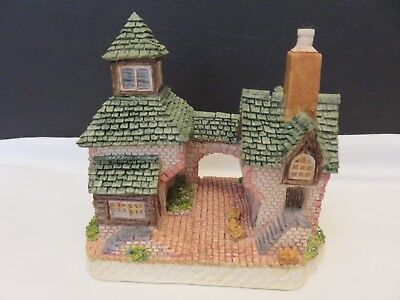 David Winter DWF10 Miss Winthrope's Stables Cottage 2004 Collectors Guild