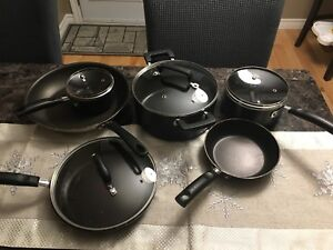 Non stick assortment of pots and fry pans