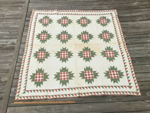 Antique Quilt Delectable Mountains Sawtooth Border Rust / Red. Green and White