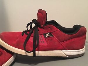 Great condition Mens size 9 DC shoes