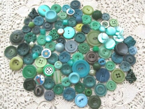 LOT OF 100 VINTAGE MODERN SHADES OF GREEN PLASTIC BUTTONS