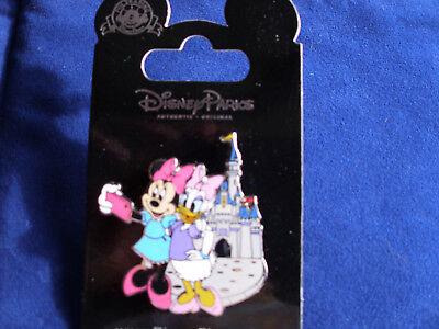 Disney * MINNIE & DAISY * Selfie at MK Castle * New on Card Trading - Minnie Daisy