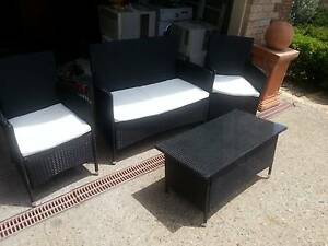 OUTDOOR WICKER SETTING - 2 SEATER LOUNGE-2 CHAIRS & COFFEE TABLE Murrumba Downs Pine Rivers Area Preview