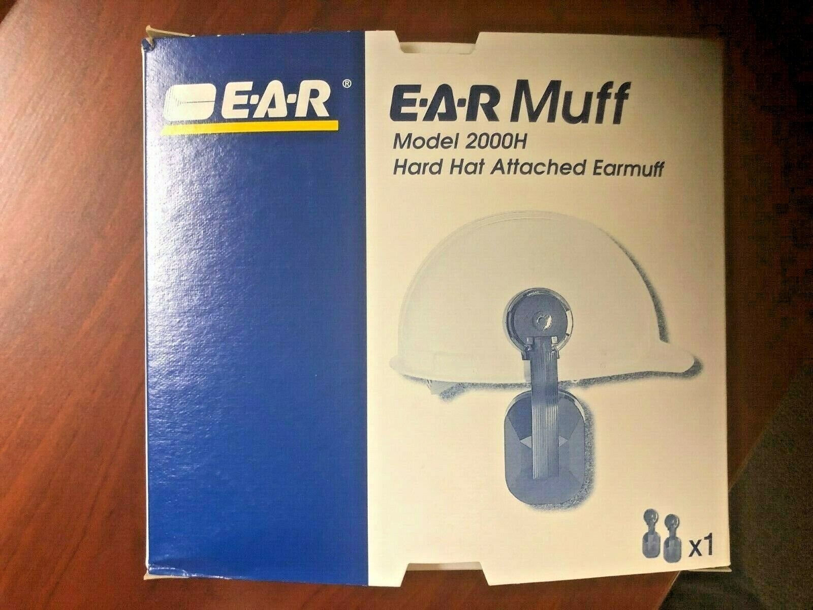3M EAR MUFF. NEW IN BOX. 21 DECIBELS. E.A.R. ATTACHES TO HAR