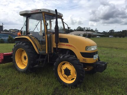 East wind tractor 4wd 55hp only 360 hours