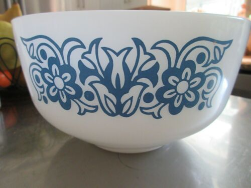Federal Milk Glass Mixing serving Bowl 2.5 Qt. blue flower pattern