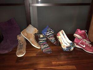 Souliers, bottes, sandales et talons À VENDRE