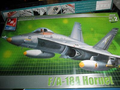 (1/48 F-18A HORNET US Navy Fighter/Bomber Jet by AMT/ERTL SEALED! NICE!)