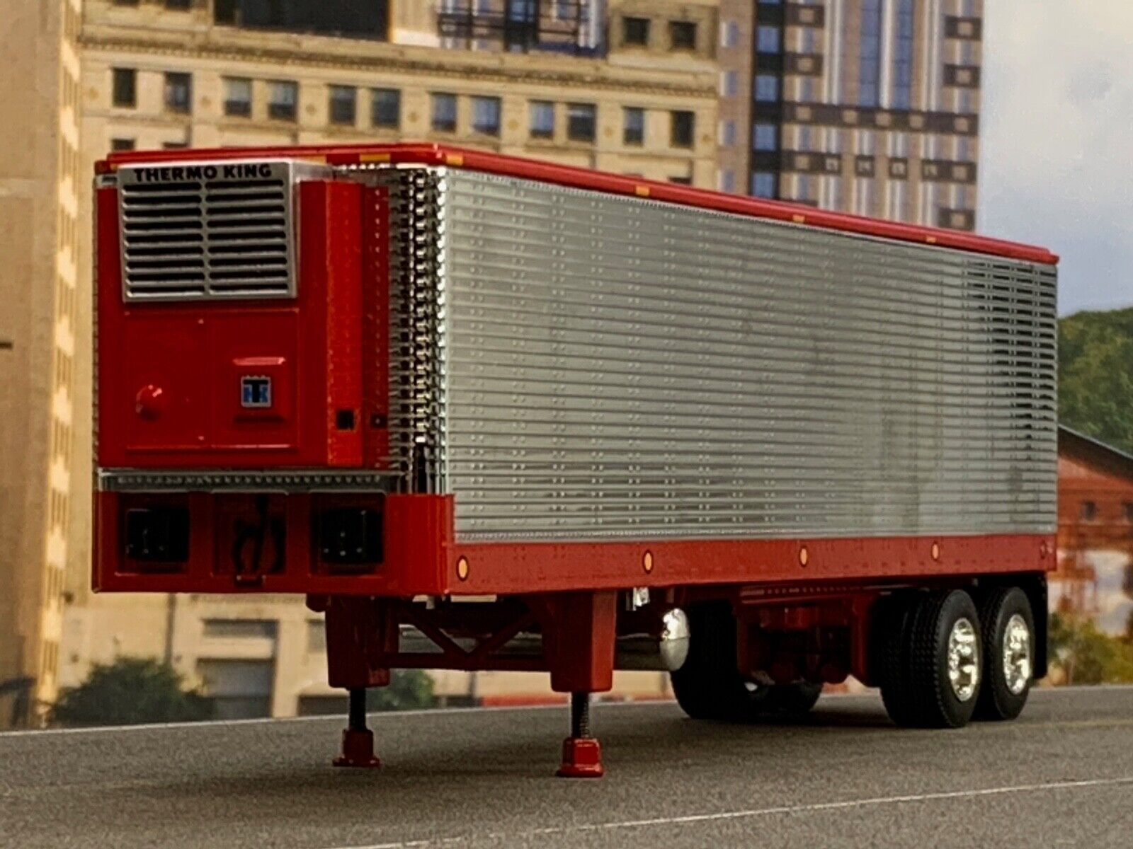 1/64 DCP RED/CHROME 40' VINTAGE TRAILER W/ THERMO KING REEFER UNIT 1
