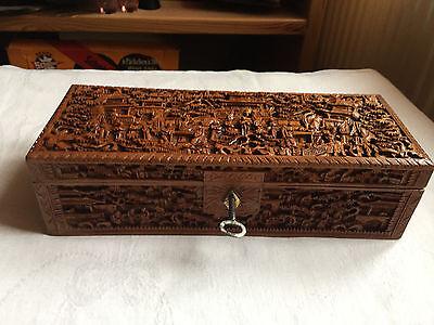 Alte Holzschatulle, Schmuckschatulle aus Holz alle Seiten geschnitzt