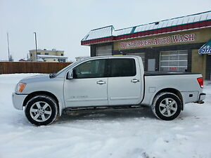 2010 Nissan Titan LE LOW KM LIKE NEW WINTER TIRES AND ALL SEASON