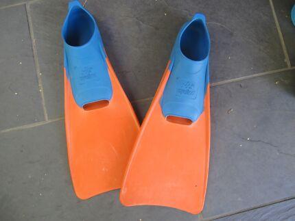 Pair Swimming Flippers - Size 5-7 Australian