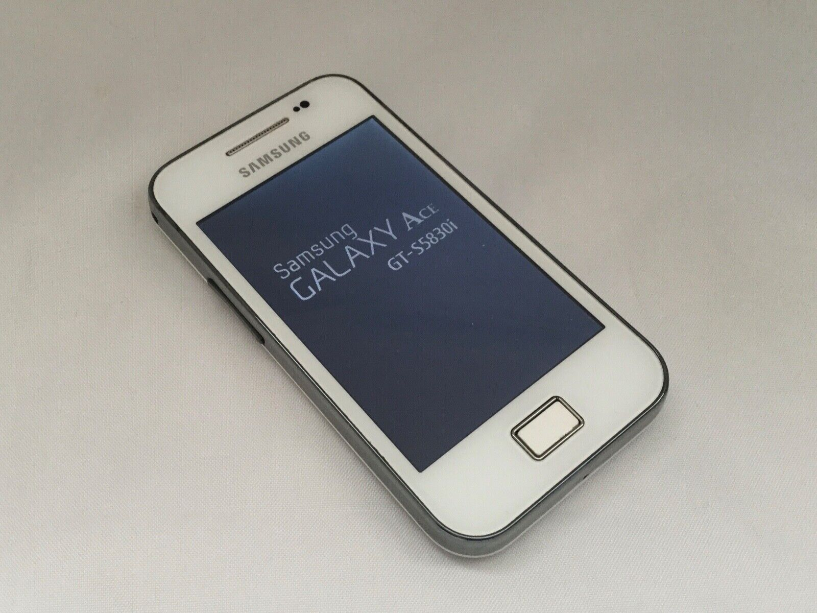 Android Phone - WHITE SAMSUNG GALAXY ACE S5830i UNLOCKED ANDROID MOBILE SMART PHONE 99p AUCTION