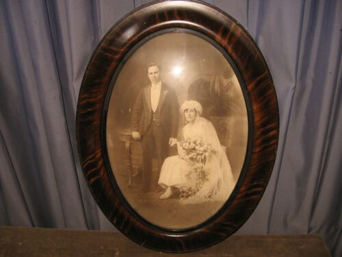 A+ LARGE ANTIQUE WEDDING PHOTO BUBBLE GLASS CONCAVE PICTURE FRAME GESSO WOOD A+
