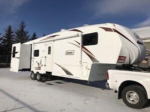 2012  5th wheel 3 Slide-out***LIQUIDATION***