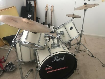 Large Pearl export drum kit