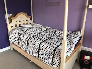 EUC Girls twin bedroom set