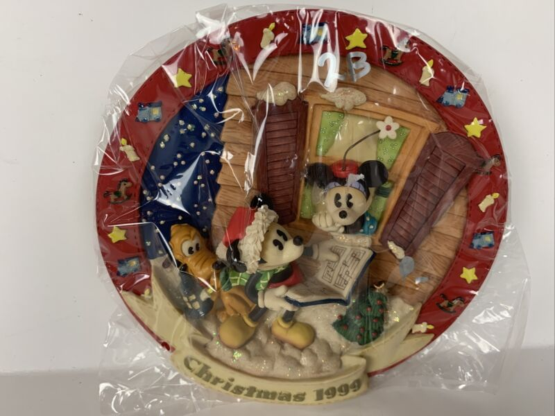 Vintage 1999 Disney Mickey Mouse Minnie Mouse Pluto Christmas Holiday Plate