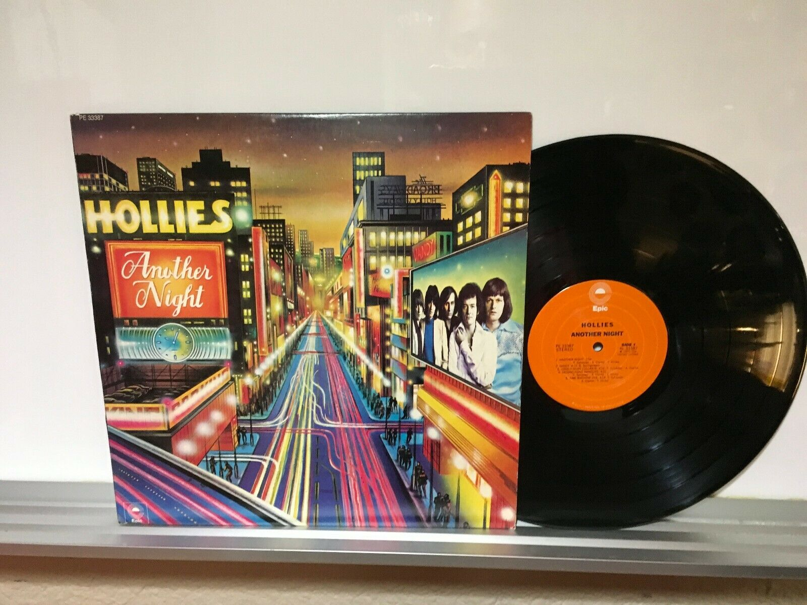 The Hollies 12in Lp   Another Night   ( MAX: 8 ) [ +Peso( $ 56.00     c / 100 gr ) ]   (EBS)