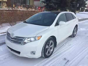 2012 Toyota Venza sunroof, AC, hitch, original owner