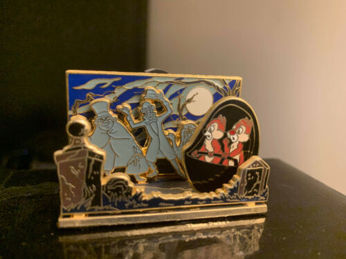 RETIRED 2007 DISNEY 3D DIORAMA CHIP & DALE HAUNTED MANSION HITCHHIKING GHOST PIN