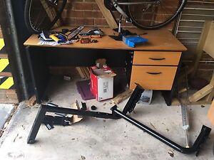 Free desk Blackburn North Whitehorse Area Preview