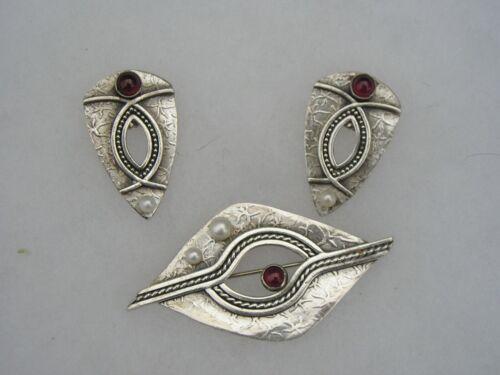 Stunning Vintage Designer Donna McAfee Etched Sterling Garnet Pearl Pin Earrings