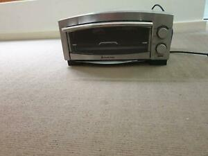 RUSSELL HOBBS PIZZA AND SNACK OVEN PORTABLE SMALL GREAT COND Panorama Mitcham Area Preview
