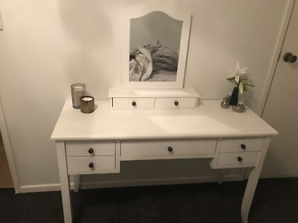 Wanted: Dressing table with mirror