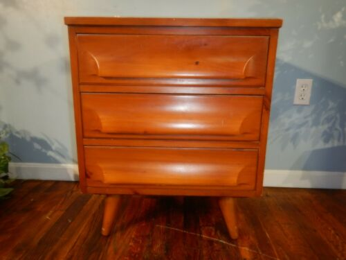MCM Franklin Shockey Sculpted Pine 3 Drawer Nightstand Side Table