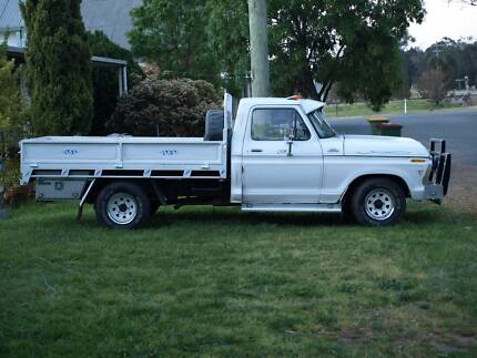Ford F100 Ute Custom 6 Cylinder 4 speed, manual transmission Albury Area Preview