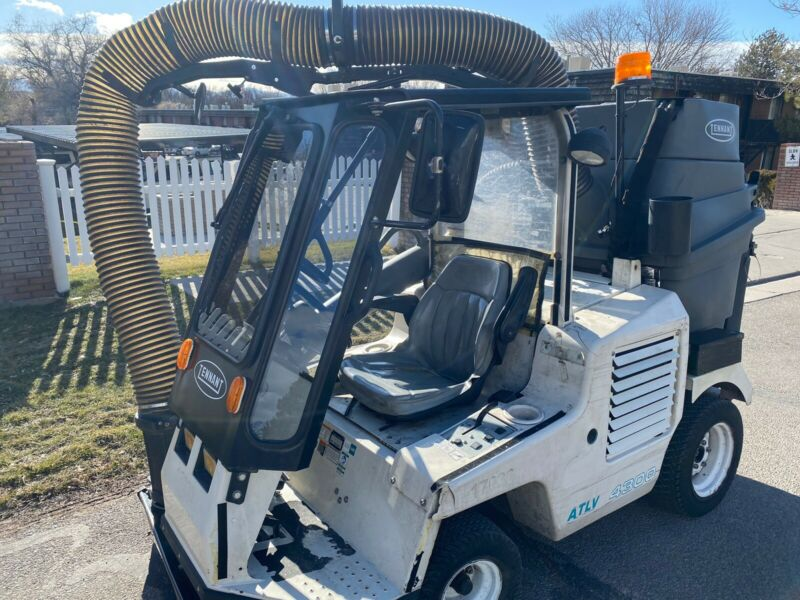 Tennant ATLV 4300 All Terrain Litter Leaf Vacuum & Compact Parking lot Sweeper
