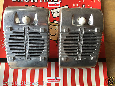 2 New Eprad Drive-In Movie Car Show Prop Speaker Casting Set With White Knobs