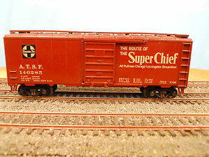 HO-SCALE-KAR-LINE-SANTA-FE-ATSF-146285-SUPER-CHIEF-40-BOX-CAR-RTR