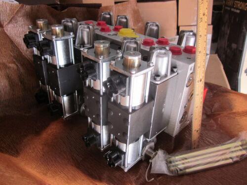 Parker-Hannifin Hydraulic Directional Control Linear Valve  60650-98 HEMTT New
