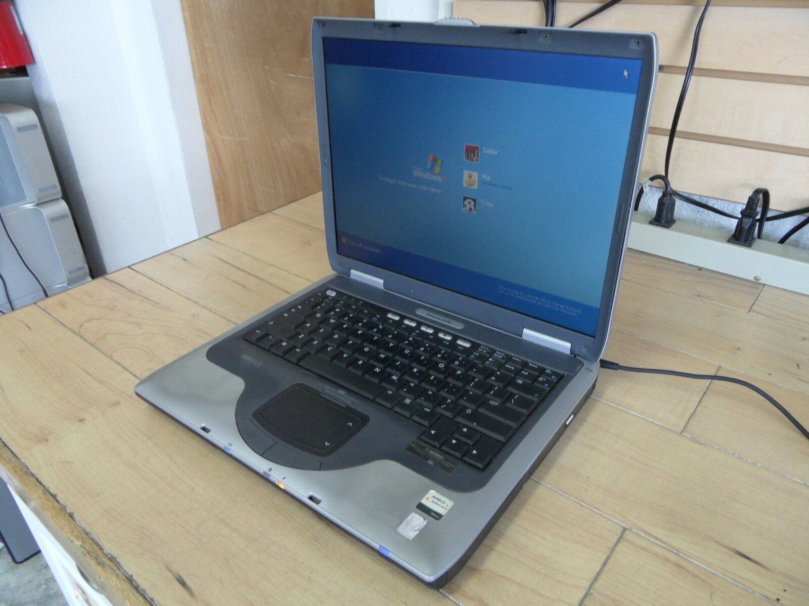 Compaq Presario 2100 Laptop For Parts Booted Windows Hard Drive Wiped *